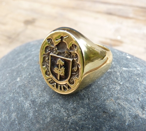custom made 18ct yellow gold family crest ring